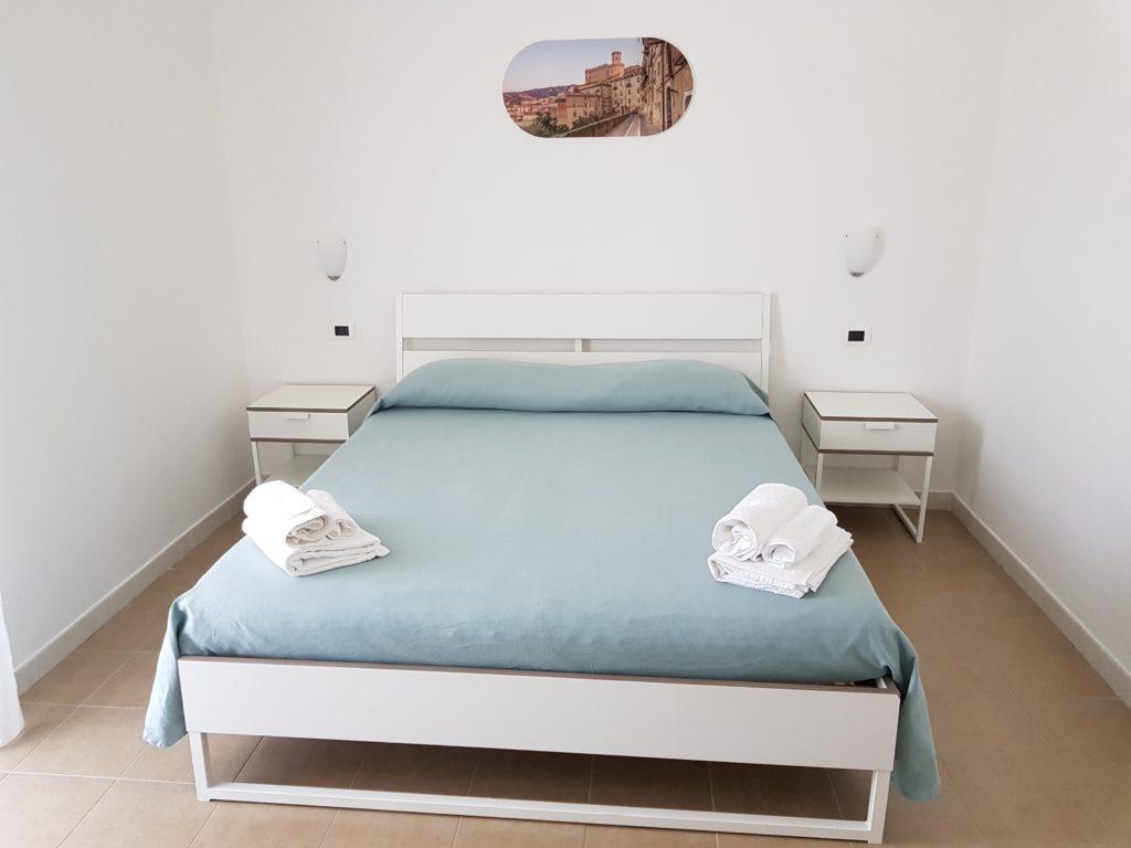 Camera matrimoniale con terrazzo casale marcalia - Camera matrimoniale con scrivania ...